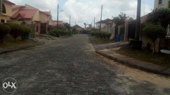 renovated and serviced 4bedroom fully detached duplex crown estate aja Ajah - image 2