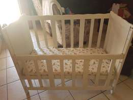 White solid wood Cot with matras