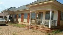 Move in 3 bedroom 2 baths house in Kisaasi at 650k