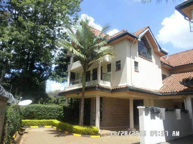 A 4 bed, all en-suite townhouse with 2 SQs in Lavington green for rent Lavington - image 8