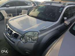 Silver Nissan Xtrail with hyperoof KCN number