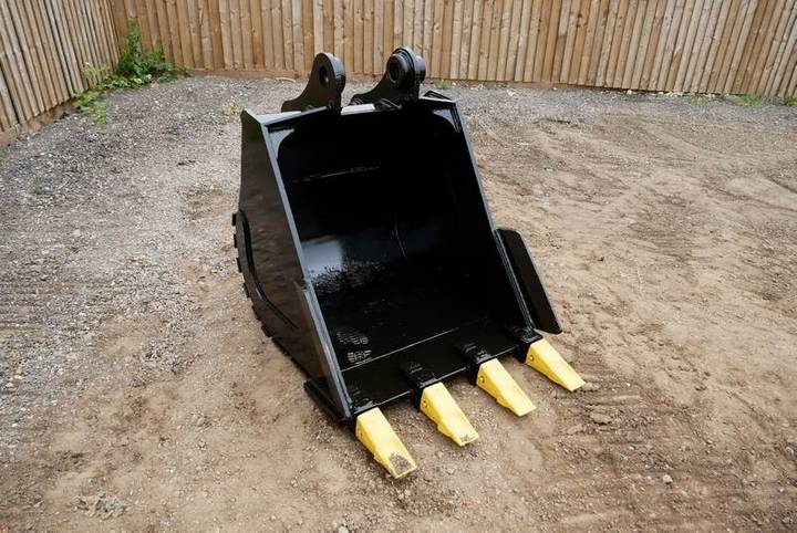 Bucket 32 Digging Bucket (13 - 16 Ton Excavator)