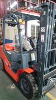 NEW HELI 2,5 Ton Diesel FORKLIFT - Beast Of A MACHINE!!