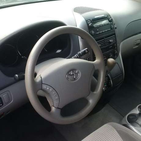 Toyota Sienna 2007 LE. Direct tokunbo Apapa - image 6