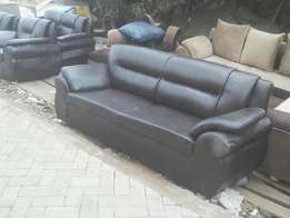 Selling leather sofa