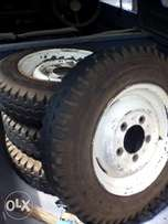Land rover rims(with Tyre)
