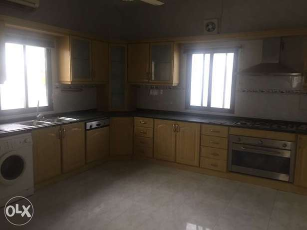 amazing ground floor 4 bhk villa in al Mawalh next to city Center
