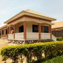 Executive three bedroom stand alone house for rent in kiwatule at 1.2m