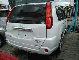 2009 x-trail purl white,a (axis Autech)with leather seats.2000cc.