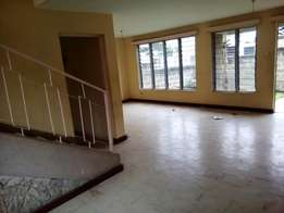 Donholm, Greenfields 3 br mansionette in secure court , parking areae