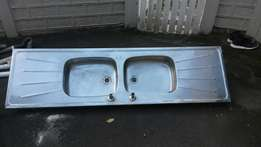 Double sink and bathroom set for sale second hand in good condition