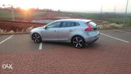 Volvo V40 D2 Excel - Excellent condition