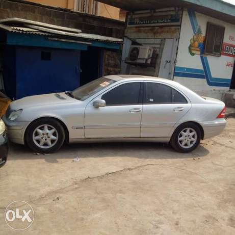 A super clean accident free toks 2003 Mercedes Benz C180 for sale Ikeja - image 6