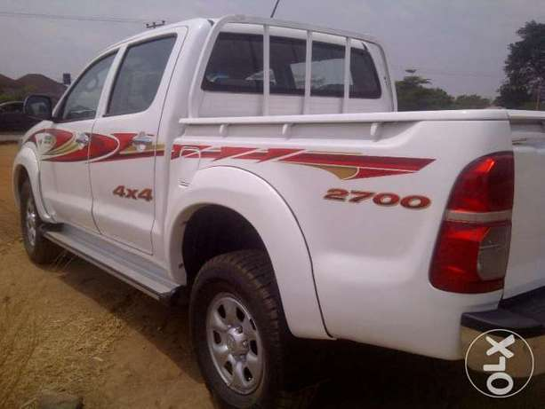 VERY SHARP 2012 Toyota Hilux (High Jack) up for Grabs! Abuja - image 5