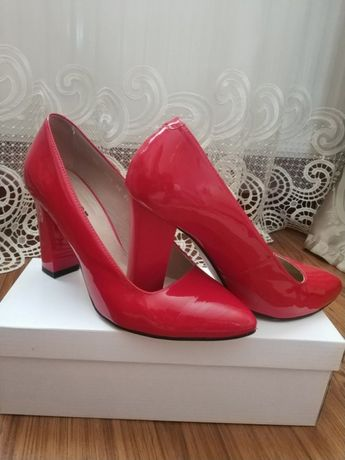 Туфлі червоні лакові Favor  650 грн. - Жіноче взуття Львів на Olx a11cebf8ca69e
