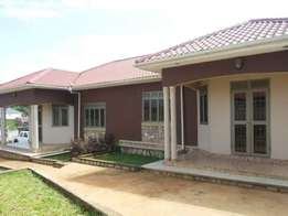 two bedroom house for rent in kisasi at 600k