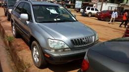 Accident free 02 Tokunbo RX Suv