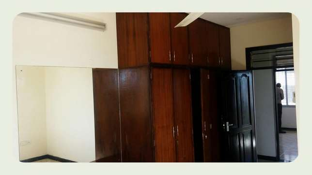 Medium spacious 3 bedroom apartment with 4 tenants only in the compou Nyali - image 5
