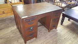 Oak 6-drawer Desk