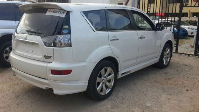 Mitsubishi Outlander Roadest KCN number 2010 model loaded with all Mombasa Island - image 1