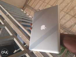 MacBook Pro Core i5 8gb Ram 500gb Hard disk 13 inches 1.5gb Graphics