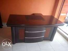 Exclusive trendy executive office table