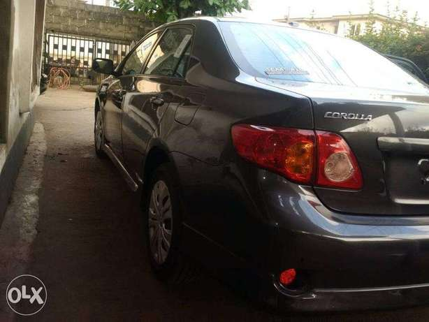 A very clean Tokunbo 2009 Toyota Corolla Sport Silver colour, Suru Lere - image 2