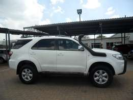 2009 toyota fortuner v6 4.0 with tow bar; side steps; roof rack;