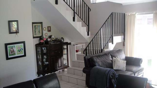 Three bedroom double garage townhouse to rent Sunvalley - image 8