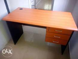 Classy & Quality office table (5430)