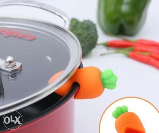 Strong silicone carrot shape pot lid holder 30 alf