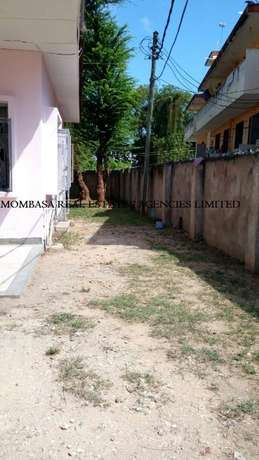 Bungalow commercial house for rent at 100k Mombasa Island - image 4