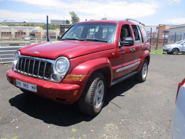 Jeep cherokee 3.7 limited Automatic, 5-Doors, Factory A/c, C/d Play Johannesburg CBD - image 5