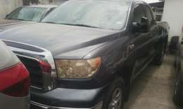 Sharp used first body Toyota tundra 2009 model