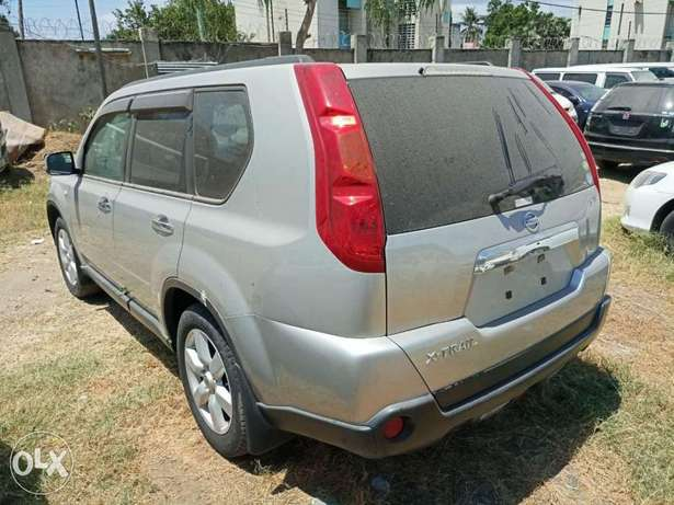 With leather seats Nissan Xtrail 2010 model. KCP number Mombasa Island - image 2