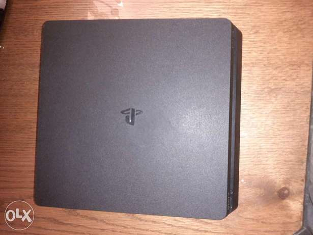 Ps4 9 months use excellent condition