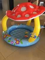 Baby splash pool
