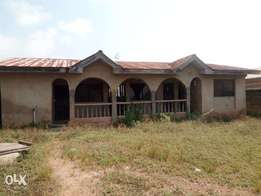 For Sale: 3 Bedroom Bungalow at Akuru Elebu Oluyole Ibadan
