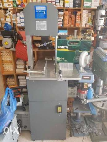 Meat saw machine and fish cutting