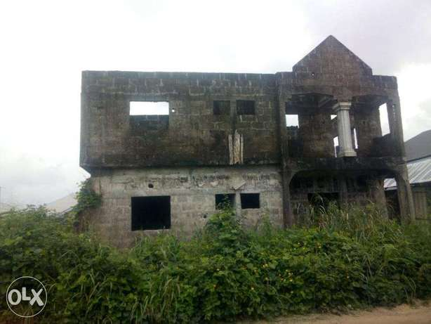 6 Flats of Semi Develped Property Behind the OAKS Hotel, Ughelli North - image 1