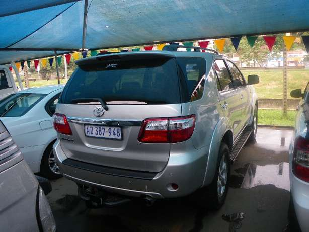 2011 Toyota Fortuner 3.0 D4D 4X4 7 Seater for R249990 Springfield - image 2