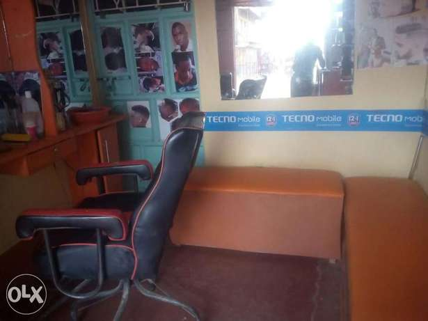 Kinyozi with Phone accesorie shop and mpesa for sale Githurai - image 5