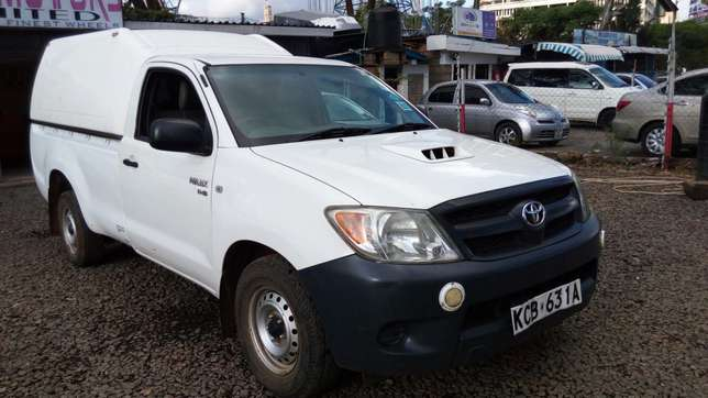 Toyota hillux, manual diesel, 2500cc, year 2007, accident free. Nairobi CBD - image 4