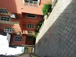 Top notch finished 3 bedroom flat at alagomeji Yaba to let