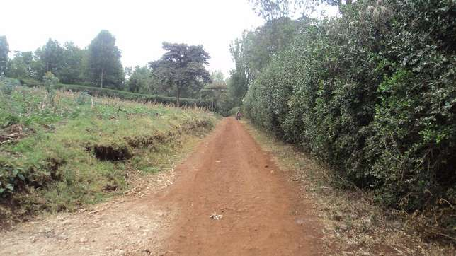 One and three quarter acres for sale along kahara road Ngong Ngong - image 6