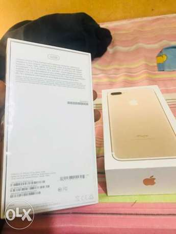 Brand new iphone 7+.32gg black n gold for sale no swap Lagos Mainland - image 1