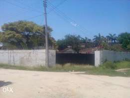 Plot of land for sale Nyali with old house along links road 0.789 acre