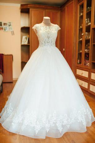 Весільна сукня 6db1ec48147fb