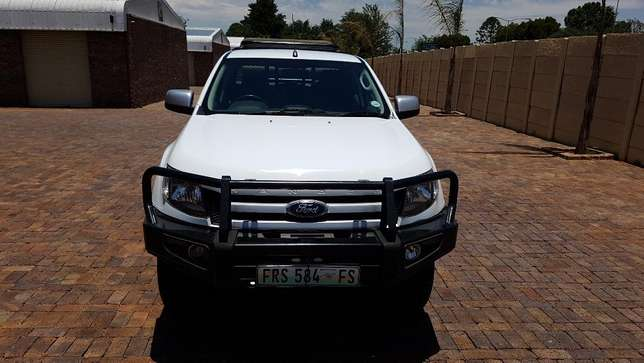 Ford Ranger D/Cab 2,2 XLS 4X4 With Cattle rails and Hunting Seats Kempton Park - image 8