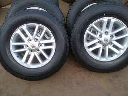 Original Toyota fortuna/hilux 17'' 4x r4799 silver twinspoke and brand